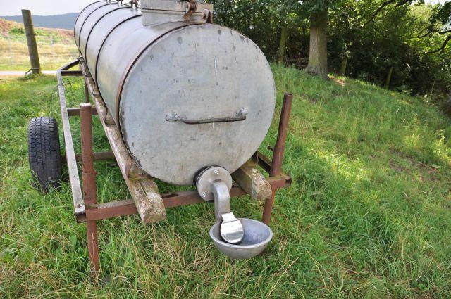 vorbildliche Viehtränke: hygienisch und absolut ungefährlich für andere
